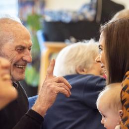 Kronprinsesse Mary besøgte den 30. januar 2019  Frivillighuset Lokalcenter Trøjborg, Århus, hvor hun blandt andet mødte brugerne og legede med børn. Her møder hun en af husets ældre brugere.